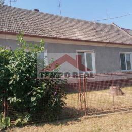 Ponúkame na predaj starší 4-izbový rodinný dom z pálenej tehly v centre obce určený na kompletnú rekonštrukciu s možnosťou výstavby nových rodinných ...