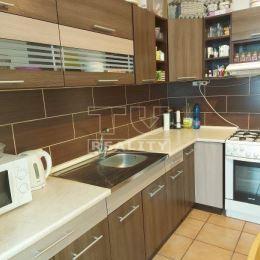 EXKLUZÍVNE na predaj pekný 3- izbový byt v mestskej časti Priekopa s výmerou 70m2. Byt je po čiastočnej rekonštrukcii a dispozične pozostáva zo ...
