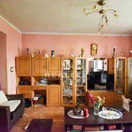 Na predaj pekný slnečný 2-izbový byt s veľkou loggiou, na ulici Jarmočnej v Nitre-Kalvária. Byt s rozlohou 57m2 sa nachádza na 3/3 poschodí v ...