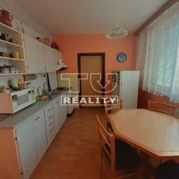 Na predaj 3i byt, situovaný vo výbornej lokalite v meste Poprad. Dispozične pozostáva zo vstupnej chodby, wc, kúpeľne, kuchyne, obývačky a dvoch ...