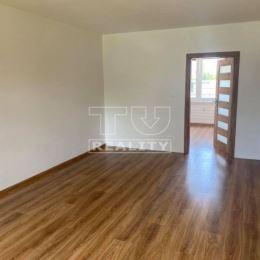 TUreality Vám ponúka na predaj kompletne zrekonštruovaný 3-izbový byt neďaleko centra Topoľčian. Byt prešiel kompletnou rekonštrukciou: elektrika, ...