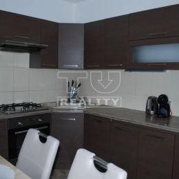Výhradne na predaj 3 izbový veľký byt s loggiou v Šali Veči na ul. Nitrianska. Byt sa nachádza na 4 poschodí s výťahom. Dispozícia bytu: priestranná ...