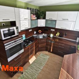 Ponúkame Vám mna predaj 3,5 izbový byt v meste Prievidza, na sídlisku Sever. Byt o celkovej výmere 84m2 sa nachádza sa na 3. poschodí z 5 s ...