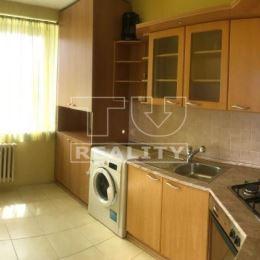 TUreality Vám ponúka na predaj praktický a priestranný 2 - izbový byt s balkónom skvelej dispozície. Byt je situovaný v centre mesta na ul. SNP. Byt ...