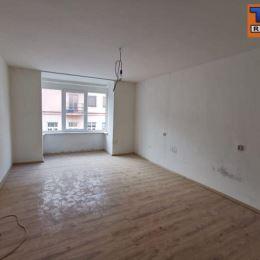 Na predaj 2 izbový byt na 2. poschodí v tehlovom bytovom dome bez výťahu v centre Žiliny. Dispozične pozostáva zo vstupnej chodby, spálne, kúpelne s ...