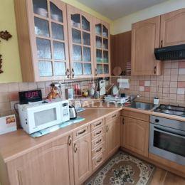Na predaj poschodový rodinný dom v Lietave. Dom sa nachádza na rovinatom pozemku v tichej uličke s rozlohou 274 m2, zastavaná plocha domu je 58m2. ...