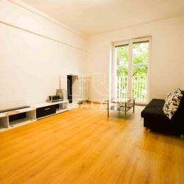 TUreality Vám ponúka na predaj priestranný, svetlý a zrekonštruovaný 3-izbový byt s výbornou dispozíciou na Štúrovej ulici v Nitre. VÝHODY ...