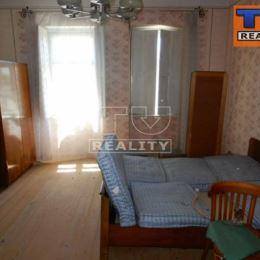 TUreality Vám ponúka na predaj rodinný dom v Bošanoch o rozlohe 100 m2 a celková výmera pozemku je 800 m2. Dom je v pôvodnom stave, čiže si ho viete ...