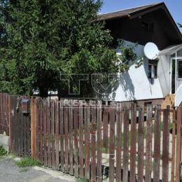 Na predaj podpivničenú, tehlovú 1izb.záhradnú chatku v Hamuliakove v záhradkárskej osade. Celková úžitková plocha je 50m2 s výmerou pozemku 239m2. ...