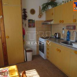 Na predaj dvojizbový byt v Považskej Bystrici. Byt sa nachádza na piatom poschodí nezatepleného bytového domu s výťahom a orientáciou na východ. ...