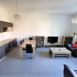 Na prenájom priestranný komplet prerobený 2 izbový byt priamo na Hlinkovom námestí v centre mesta Žiliny na ulici Sad SNP o celkovej výmere 57m² ...