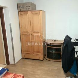 Na predaj zrekonštruovaný rodinný dom blízko mesta Nové Zámky a termálnych kúpeľov Podhájska v obci Semerovo,1239 m2. Domček pozostáva z 3 izieb, ...