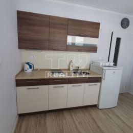 Na prenájom jednoizbový byt v širšom centre Žiliny s rozlohou 20,9m2. Pozostáva z kuchyne s balkónom, obývačky so spálňou, chodby, kúpeľne s WC. Byt ...