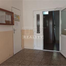 Na predaj 4-izbový byt v tichej lokalite v meste Levice. Byt má úžitkovú plochu 84,60 m2 a nachádza sa na prízemí bytového domu .Byt pozostáva zo ...
