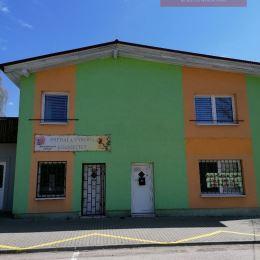 Ponúkame Vám na prenájom priestory na podnikanie vo Vrútkach, neďaleko centra (M.R.Štefáníka). Voľný priestor sa nachádza na prízemí dvojpodlažnej ...