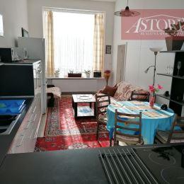 Ponúkame Vám na dlhodobý prenájom veľký kompletne zariadený a zrekonštruovaný 2-izbový apartmán v Sučanoch.Pozostáva z veľkej zariadenej kuchyne a ...