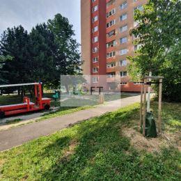 Ponúkame Vám na predaj pekný slnečný 1 izbový byt v Dúbravke BA-IV. , ul. Pri kríži .Výmera 38 m2 s pivnicou, posch. 9/12, orientácia V, bezbariérový ...
