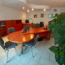 Prenajmeme zariadený kancelársky priestor o výmere 40 m2 v rodinnom dome so samostatným vstupom v blízkosti križovatky PATRÓNKA. Pozostáva z 2 ...