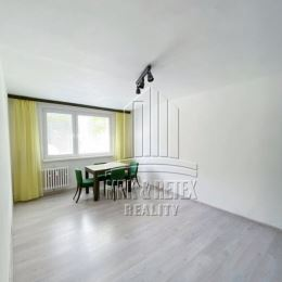 MRK-RETEX, s.r.o. – realitná kancelária pôsobiaca na realitnom trhu od roku 1999 Vám ponúka na predaj 2 izbový byt na ulici Osuského v ...