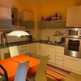 MRK-RETEX, s.r.o. – realitná kancelária pôsobiaca na realitnom trhu od roku 1999Vám ponúka na predaj 2 izbový kompletne zariadený byt s vnútorným ...