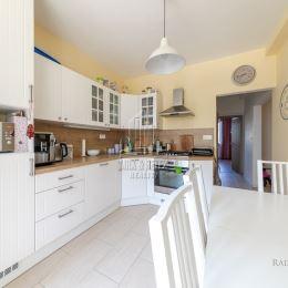 MRK-RETEX, s.r.o. – realitná kancelária pôsobiaca na realitnom trhu od roku 1999Vám ponúka na predaj 4 izbový byt na ulici Beňadická v ...