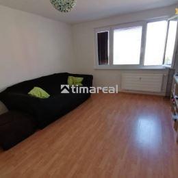 Ponúkame na predaj veľmi pekný, priestranný a slnečný 3 izbový byt, len 12 min chôdze do centra Pezinku. Nachádza sa na ideálnom 3 poschodí z 8. ...