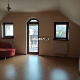 Ponúkame vám na predaj dvojgeneračný rodinný dom v obci Horná Streda, ktorá je vzdialená cca 12 km od Nového Mesta nad Váhom a 8 km od Piešťan . Je ...