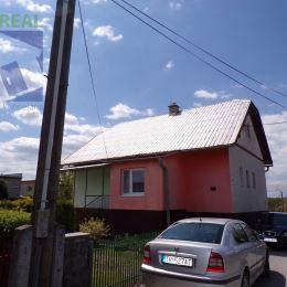 Realitný maklér Fazika Miroslav a realitná kancelária BV REAL ponúka na predaj 4 izbový rodinný dom v kúpeľnom meste Turčianske Teplice časť ...