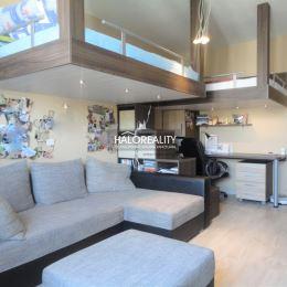 Ponúkame Vám na predaj krásny, priestranný, kompletne zariadený trojizbový byt situovaný v blízkosti Slnečných jazier v meste Senec. Byt sa nachádza ...