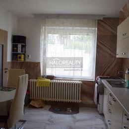 Ponúkame na predaj rodinný dom vo vyhľadávanej časti mesta Nitra. RD sa nachádza na mierne svahovitom pozemku o výmere 527 m². Dispozícia RD: ...