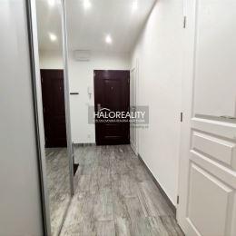 Ponúkame exkluzívne na predaj štvorizbový zrekonštruovaný byt v Poprade na sídlisku Západ. Nachádza na 3/8 poschodí, 80 m², v osobnom vlastníctve s ...