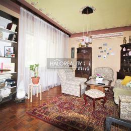 Ponúkame na predaj štýlový, 4 izbový rodinný dom v Ivanke pri Nitre, okr. Nitra. Dom je murovaný, postavený koncom 70-tych rokoch, s jedným podzemným ...