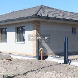 Ponúkame Vám na predaj novostavby rodinných domov v meste Dunajská Streda. Každý je súčasťou dvojdomu a nachádzajú v novovybudovanej časti mesta. ...