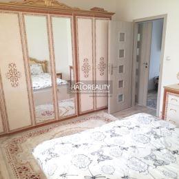 Ponúkame na predaj trojizbový byt s loggiou v Prešove na sídlisku Sekčov na Šrobárovej ulici. Byt o výmere 72 m² je na druhom podlaží z ôsmich, je v ...