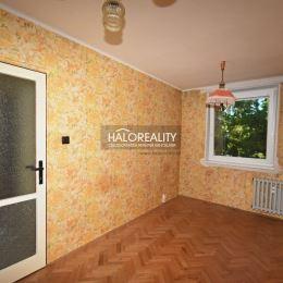 Ponúkame Vám na predaj v exkluzívnom zastúpení dispozične dobre riešený štvorizbový byt situovaný v Trenčíne, mestskej časti Sihoť.Byt sa nachádza na ...