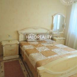 Na predaj Vám ponúkame pekný, priestranný, dvojizbový byt s terasou situovaný neďaleko od Bratislavy, v meste Senec. Byt sa nachádza na prvom ...
