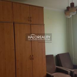 Ponúkame na predaj troizbový byt v kúpeľnom meste Piešťany, na ulici Teplická v blízkosti centra.Byt má 66 m² a nachádza sa na 6/7 poschodí s ...