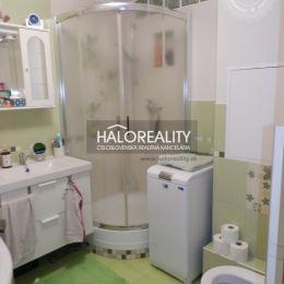 Ponúkame na predaj zrekonštruovaný 3-izbový byt s loggiou vo výbornej lokalite na ulici Andreja Hlinku v Piešťanoch. Byt na prvom poschodí ...