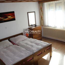 Ponúkame na predaj rodinný dom v tichej časti obci Važec. Rodinný dom je postavený na krásnom, slnečnom a mierne svahovitom pozemku o výmere cca ...