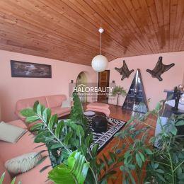 Ponúkame na predaj rodinný dom v tichej lokalite mesta Tornaľa. Priestranný poschodový dom s garážou a altánkom na záhrade sa nachádza v zástavbe ...