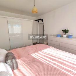 Ponúkame exkluzívne na predaj trojizbový kompletne zrekonštruovaný byt bez balkóna/loggie v Spišskej Novej Vsi na sídlisku Mier. Nachádza sa na 7/8 ...