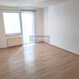 Ponúkame na predaj dvojizbový byt so zasklenou loggiou v Prešove na sídlisku Sekčov na Ďumbierskej ulici. Byt o výmere 59 m² je na prvom podlaží z ...