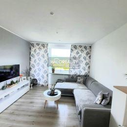 Ponúkame na predaj priestranný trojizbový byt so štyrmi lódžiami v osobnom vlastníctve v zateplenom bytovom dome v Žiari nad Hronom. Čiastočne ...