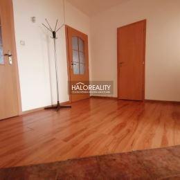 Ponúkame Vám na predaj trojizbový byt v osobnom vlastníctve na 2/7 poschodí zatepleného panelového domu s výťahom s celkovou rozlohou 64m² na ...
