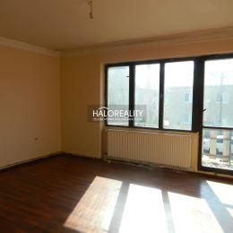 Ponúkame na predaj rodinný dom v tichej časti obce Terany. Dom je situovaný na pozemku s rozlohou 924 m² s orientáciou východ- západ. Súčasťou ...