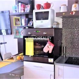 Ponúkame na predaj pekný jednoizbový byt na Klokočine na Čajkovského ulici v Nitre. Veľký jednoizbový byt 38m² podlahovej plochy. Nachádza sa na 4/5 ...