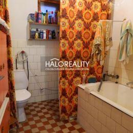Ponúkame na predaj vidiecky dom v Hontianskych Moravciach v časti Opatové Moravce.Rodinný dom stojí v tichej vedľajšej ulici na pozemku s rozlohou ...