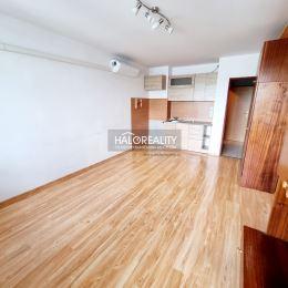 Ponúkame na predaj garsónku s lodžiou s celkovou výmerou 32 m², na 10/12 poschodí s výťahom v Žiari nad Hronom na sídlisku Etapa. Byt je kompletne ...
