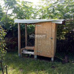 Ponúkame na predaj záhradu v záhradkárskej časti na Nerudovej ulici. Rozloha pozemku je 250m², rozmery 18x15m. Na záhrade sa nachádza prístrešok na ...