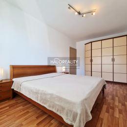 Ponúkame na dlhodobý prenájom kompletne zrekonštruovaný a zariadený trojizbový byt, nachádzajúci sa v tichej časti Ružinova, Bratislava-Nivy na ...